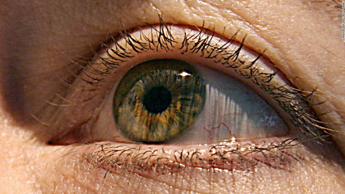 Declining eyesight can be improved by looking at red light, pilot study says