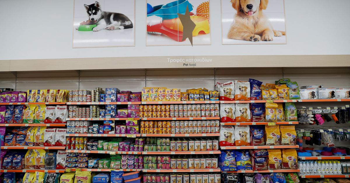 Nutro pet food maker must face suit over limited ingredients – Reuters